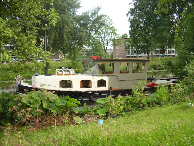 Tugboat the Anna from 1927 - Utrecht