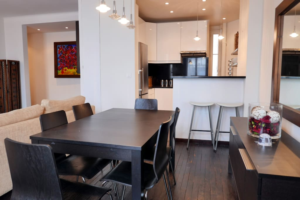 Apt. Surcouf - Dining area and open kitchen