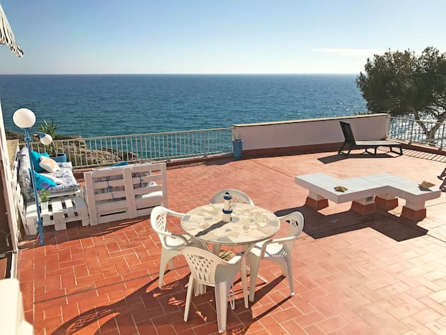 PRIVILEGED APARTMENT AT SEAFRONT. HUGE TERRACE
