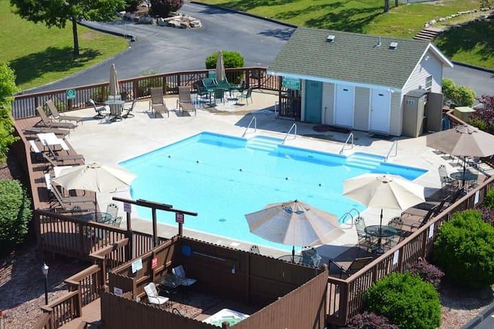 SDC & Table Rock, Eagles Nest Resort- King master