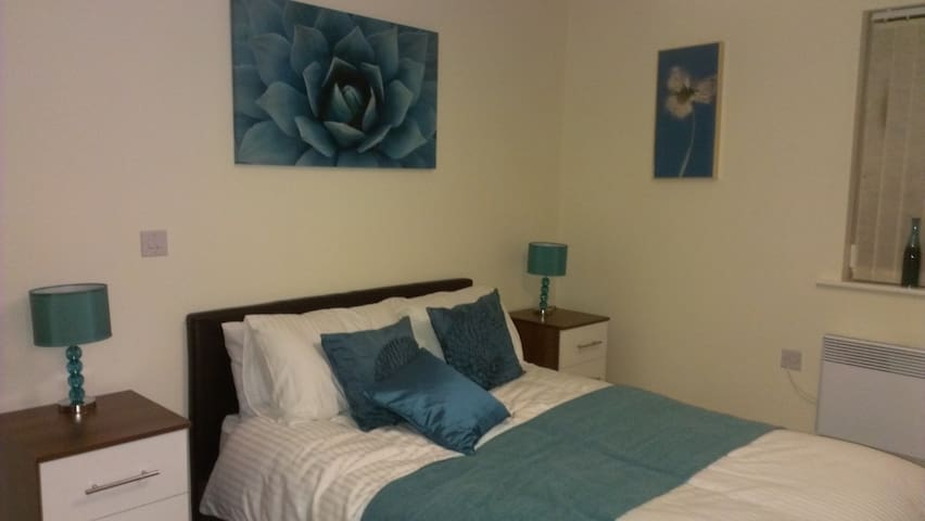 City Centre, double ensuite bedroom with parking - Birmingham - Byt