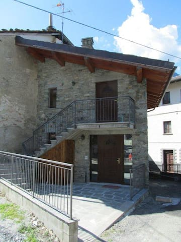 Casetta per riposarsi in montagna - Saint Vincent - House