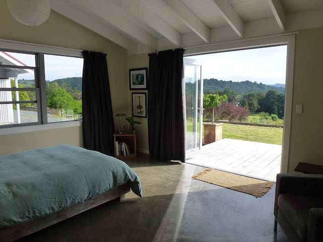 TRANQUIL PRIVATE ROOM, SILVERDALE