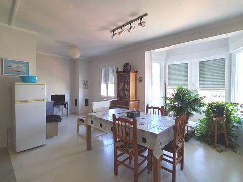 Habitaciones en casa estudio de artista plástico.