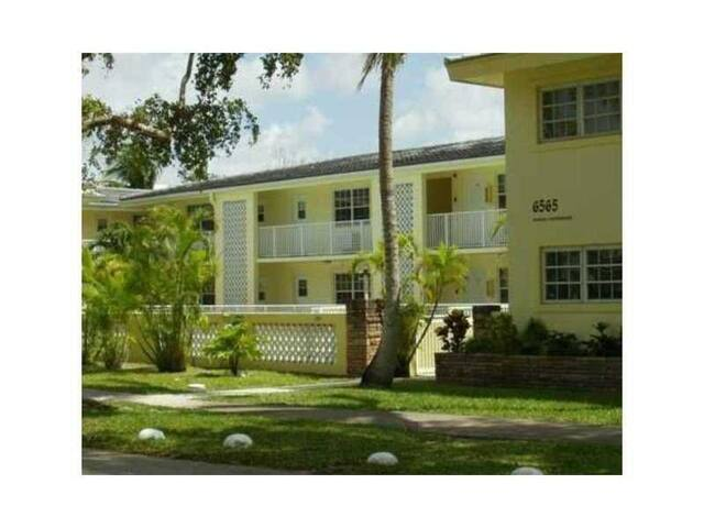 shared room availble untill July 1st - Coral Gables - Apartemen