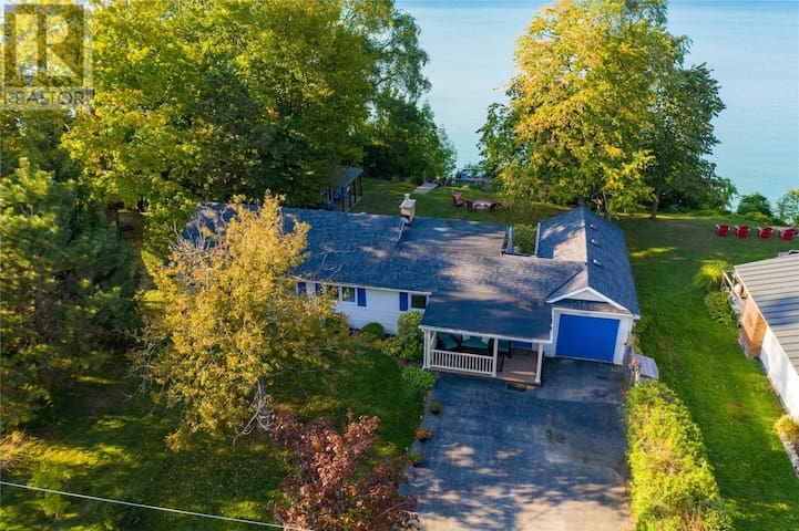 Charming cottage on Lake Huron in quiet area.
