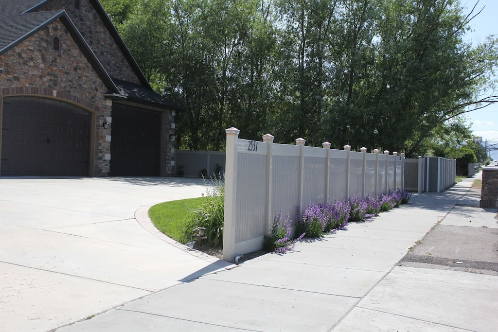 Building Number 2551 on Front Vinyl Fence