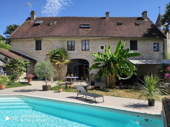 Chambre dans maison en pierre,  jardin et piscine