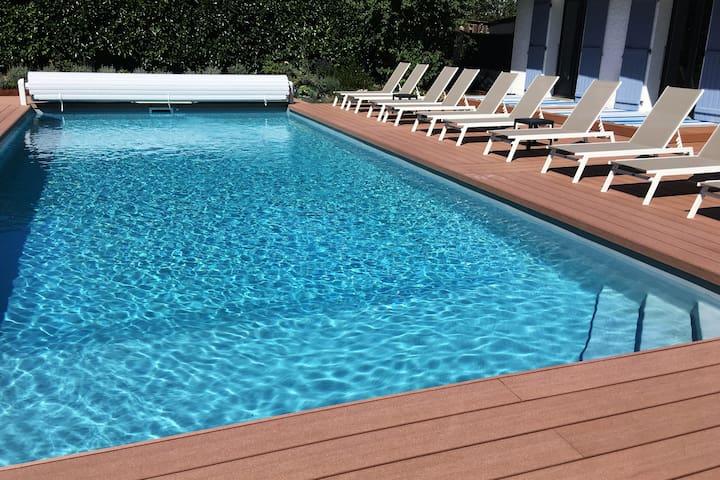 Villa familale avec grande piscine chauffee et spa