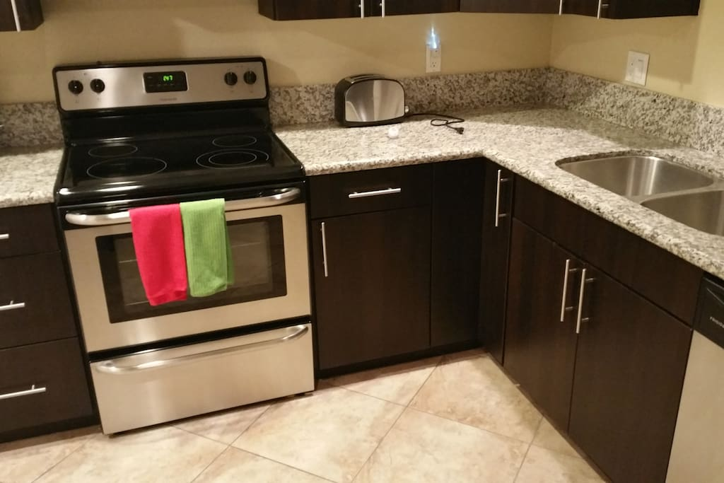 Full size kitchen and appliances