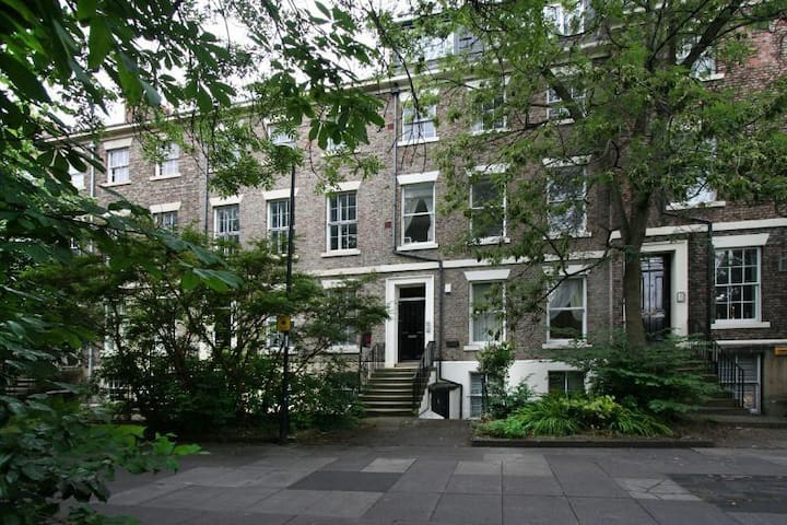 Renovated Apartment in City Centre Listed Building