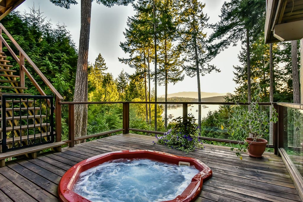 Hot Tub on lower deck