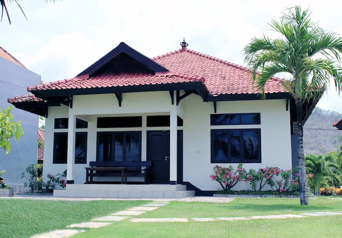 Aman Gati Lakey Beach House Room