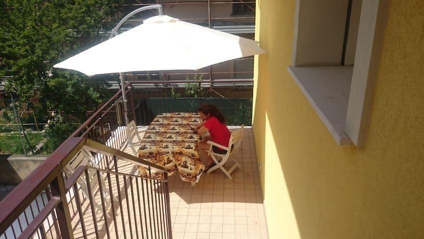 Spazioso Bilocale con Ampia Terrazza a Rimini Mare