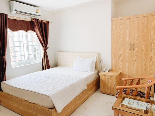 Hoang Ngan 2 Hotel - Double Room - Best price!