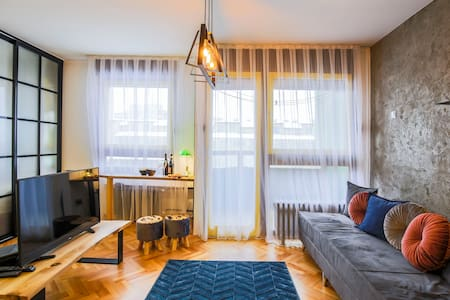 Yellow Studio Apartment in City Center