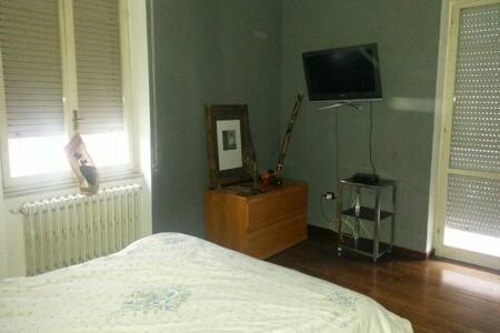 Camera matrimoniale in pieno centro - Pescara