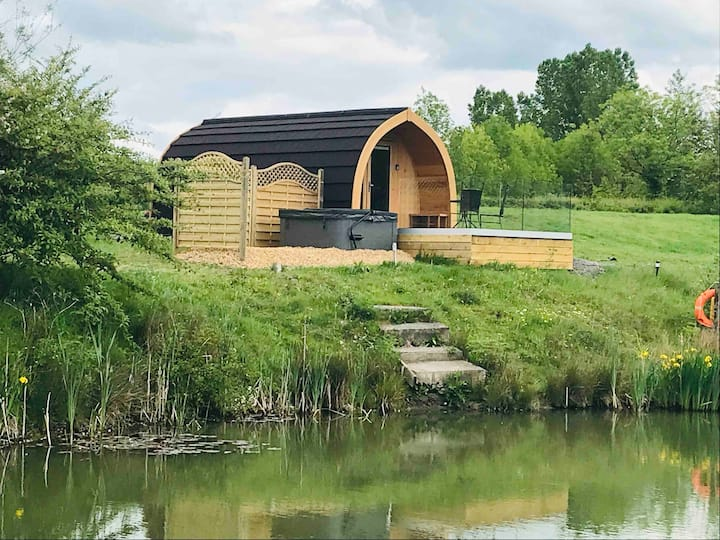 Ashlea Lakeside Retreat - Woodpecker Pod & Hot Tub