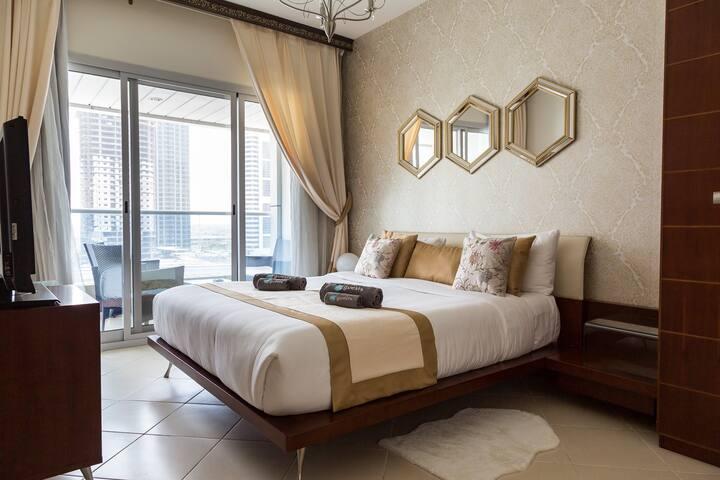 Spacious apartment with city views in Dubai Marina