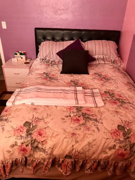 Comfy queen bed, 2 large towels, new soap and extra mini towels.