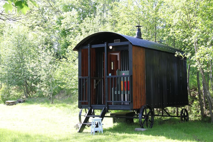 Riverside House 'Shepherd's Hut'
