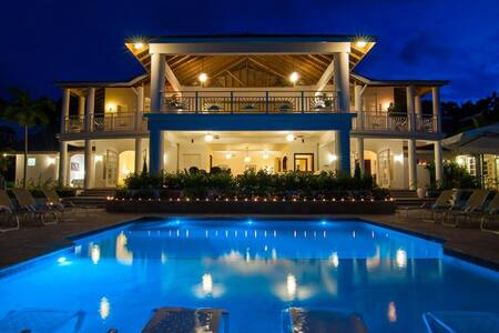 Ideal for Large Groups, Chef & Butler, Heated Infinity Pool & Hot Tub, Games Room, Ocean Views - Montego Bay