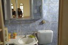 Banheiro do quarto de casal