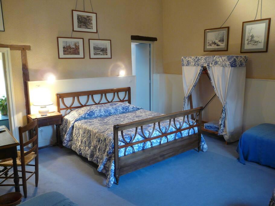 chateau de vaumoret chambre d 39 h tes bleue schl sser zur miete in poitiers poitou charentes. Black Bedroom Furniture Sets. Home Design Ideas