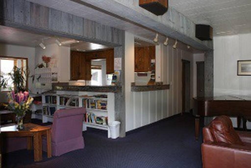 Lobby - Front Desk
