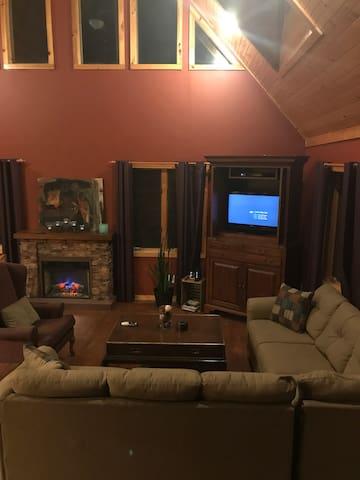 Woodland Gem-Hot Tub, WiFi, Private