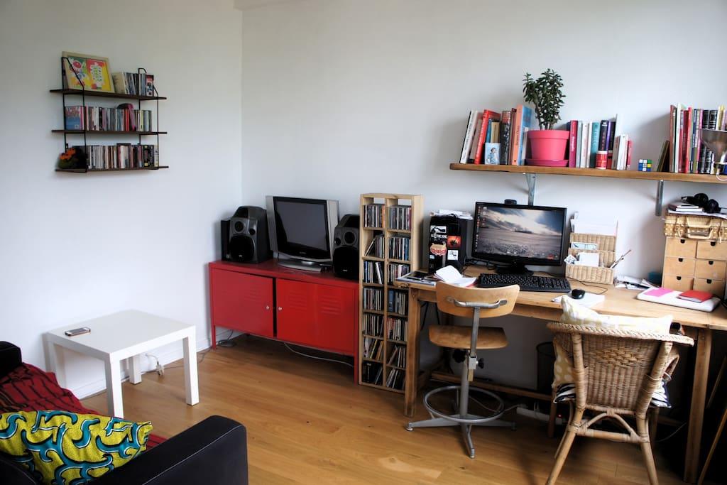 Le bureau, ouvert sur le salon
