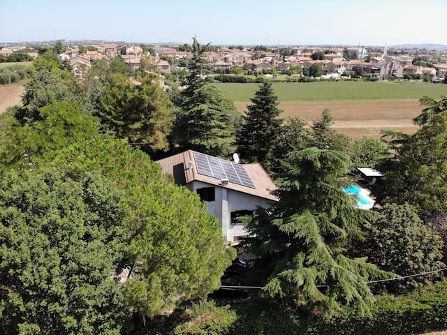 Ampia, Riservata Camera in villa con piscina