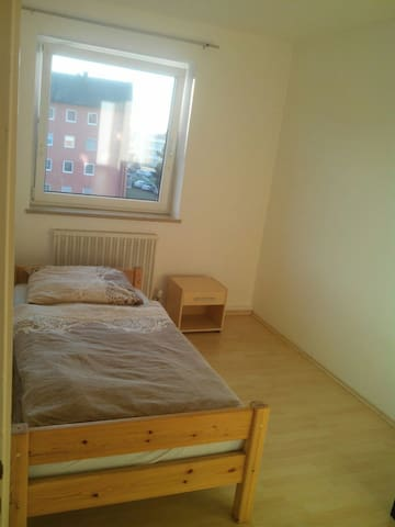 Room right next to Klenzepark - Ingolstadt - Departamento