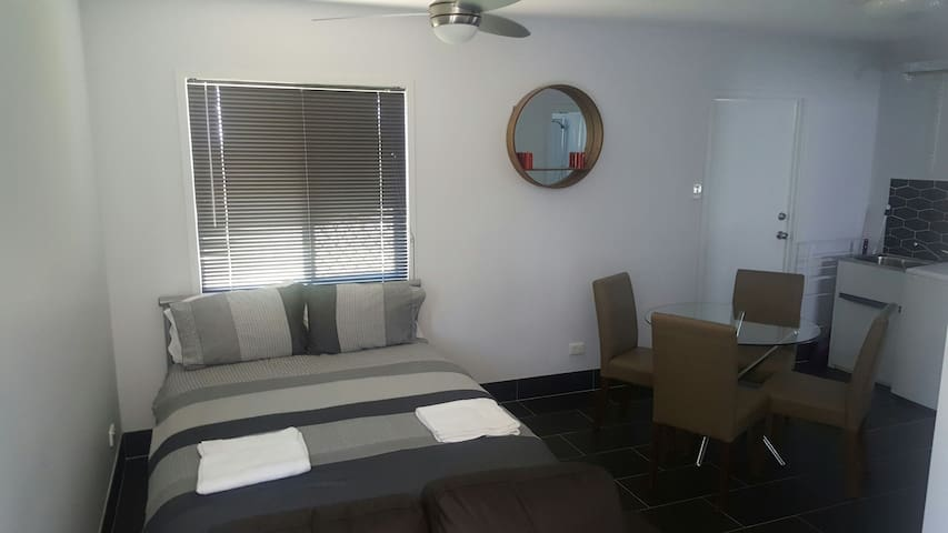 Affordable private studio apartment - Garbutt/Townsville - Rumah