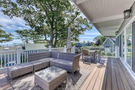 Newly-renovated getaway w/ an updated kitchen & deck w/ ocean & sunrise views