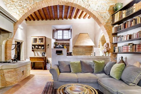 Historic Arched Apartment in the Heart of Arezzo