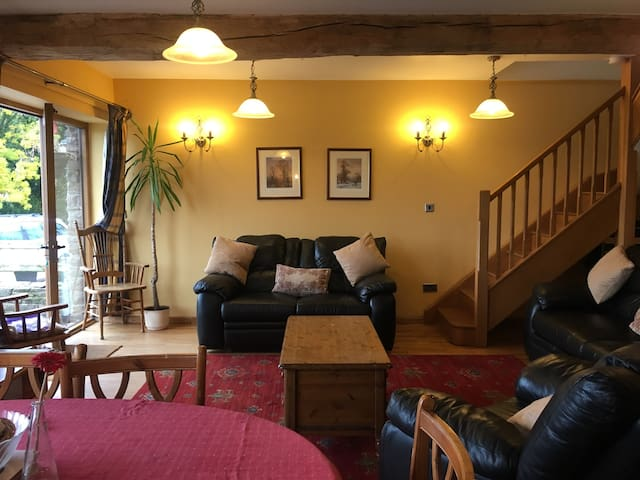 Peacock Cottage, direct cycling&walking from Door