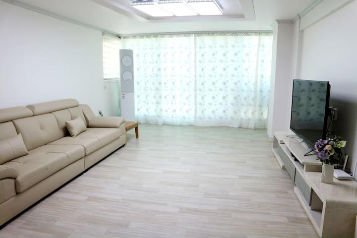 [도시민박]EtsHaim Guest House/시내인접/편안하고 깨끗한 화이트풍 32평