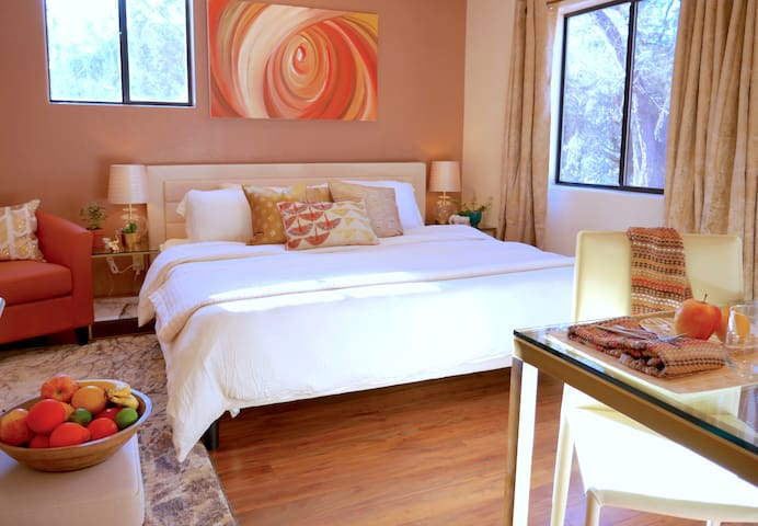 Chic King Bed Suite ☆ Next to Trails & Creek!