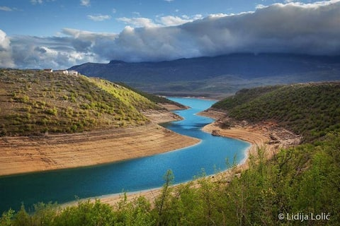 Peaceful Peruča Lake House Retreat