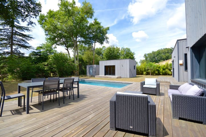 Beau studio de 35m2 avec piscine - Saucats - Chalet
