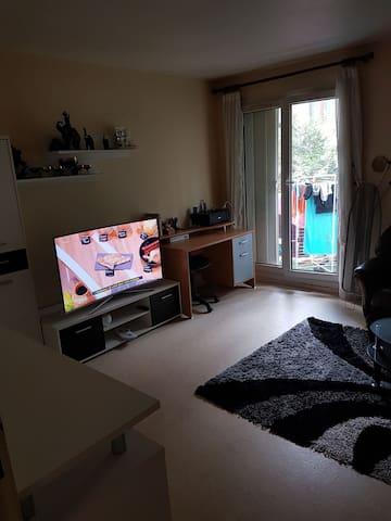 Chambre privé meublée