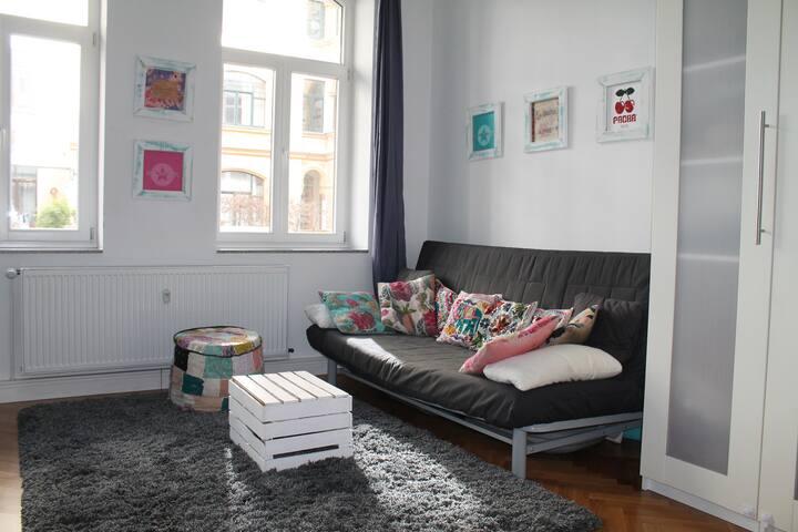 Sonniges Zimmer in beliebter Wohngegend