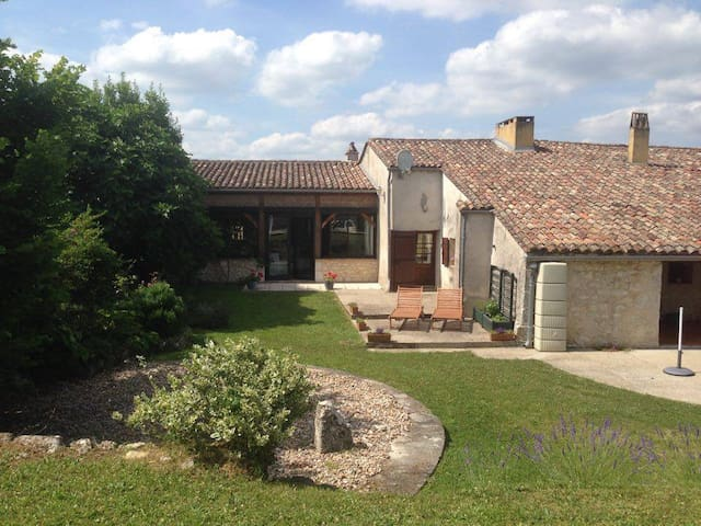 Live like a local in Aquitaine! - Villeneuve-de-duras - House
