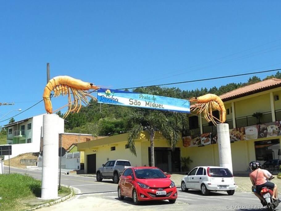 Portal de entrada da Praia de Sao Miguel.