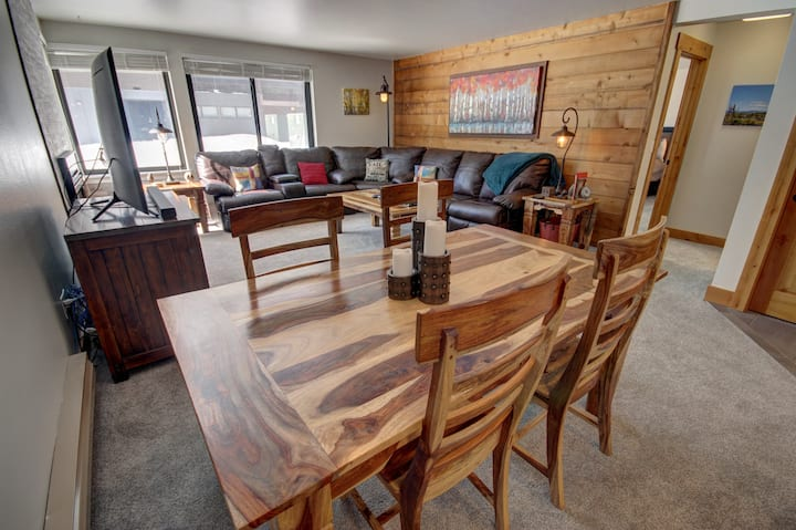Mall 1411- Indoor parking included, Access to Keystone Lodge & Spa, Close to lake, On shuttle route to resort