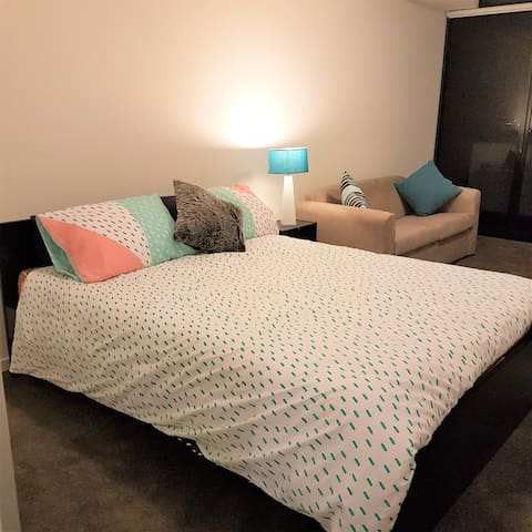 Luxury Brand new Studio  Apartment - Liverpool CBD