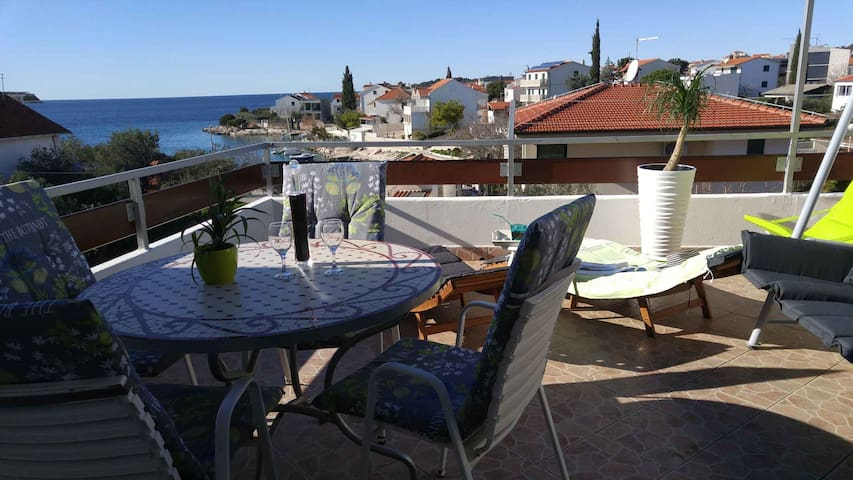 Vera 2 Apartment 30 m from CRYSTAL BLUE SEA