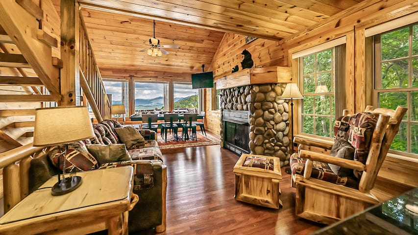 Large Lux 4BR Pigeon Forge Tennessee Cabin Views!