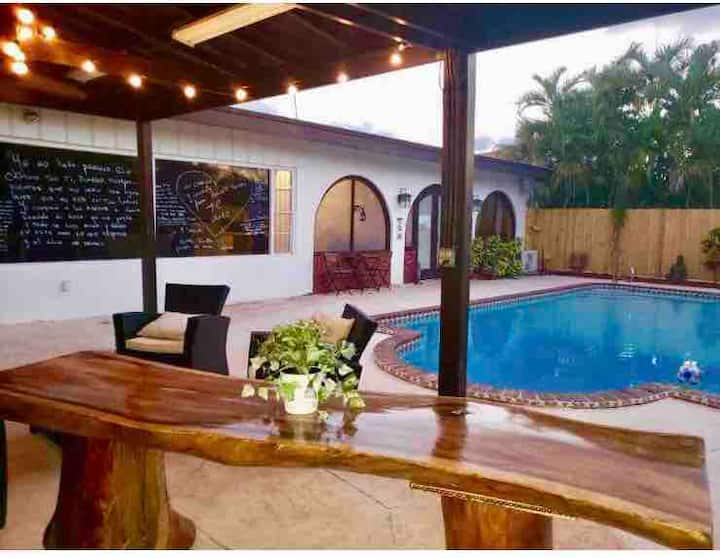 Ana's House with pool in Miami